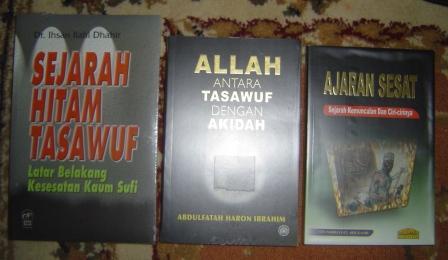 Tiga buku